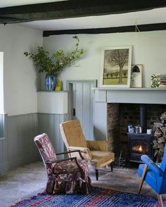 I notice that a lot of vintage home owners use Farrow and Ball brand paint to closely match the original colors. This room is done in Cromarty for the woodwork and Pigeon for the walls. Gray Bedroom, Bedroom Wall, Grey Interior Paint, Farm House Colors, Cottage Renovation, Farmhouse Remodel, Interior Decorating, Interior Design, Kitchen