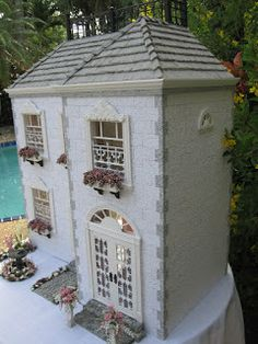 Dollhouses by Robin Carey: La Maisonnette French Dollhouse