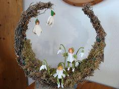 Waldorf Crafts, Waldorf Dolls, Spring Door Wreaths, Easter Wreaths, Fairy Crafts, Felt Crafts, Felt Christmas Decorations, Nature Table, Felt Dolls