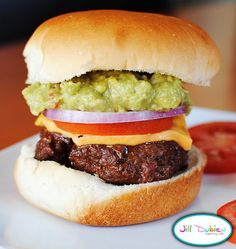 Meet the Dubiens: taco burgers with guacamole Hamburger Buns, Hamburger Recipes, Beef Recipes, Cooking Recipes, Cooking Ideas, Food Ideas, Taco Burger, Burger Bar, Pulled Pork Sliders
