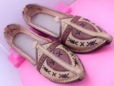 Ehtnic Royal Look Traditinol indian rajasthan leather shiny men mojri /mojari/Juti/jooti/Party Wear Mojari/Men Fashion Flats Khussa shoes by pinkcityhandmade on Etsy