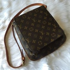 """•LV Musette Salsa Shoulder Bag• This is an authentic LV monogram Musette.This chic shoulder bag is finely crafted of LV monogram coated canvas /features an adjustable vachetta cowhide leather shoulder strap and a frontal flap,this flap opens to a suede alcantara lining interior with a flat pocket/strap drop: 13""""/this is a pre-owed piece.As with all pre-owned items,it may show signs of wear.Specifically I see wear on the exterior leather trim and minor cracks at the sides shown in last…"""
