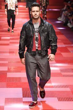 86896a47ecd358 Dolce   Gabbana Spring 2018 Menswear Collection Photos - Vogue Dolce    Gabbana, Mens Fashion