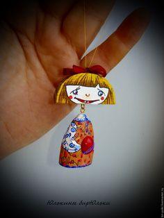 Девочка - рыжий, дерево, резьба, роспись, игрушка, елочная игрушка, талисман, брелок, подвеска