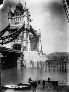 Hahnemuhle PHOTO RAG Fine Art Paper (other products available) - Tower Bridge in London, nearing completion. (Photo by London Stereoscopic Company/Getty Images) - Image supplied by Fine Art Storehouse - Fine Art Print on Paper made in the UK Victorian London, Vintage London, Old London, East London, London City, Victorian Era, London Photography, Vintage Photography, Art Photography