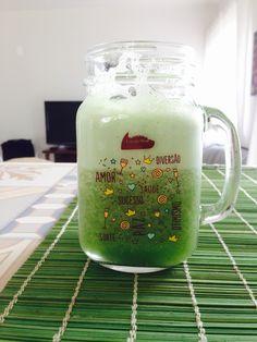 Suco para o meio da tarde, de maça verde com espinafre, pepino japones e gengibre #sucoverde #juice #greenjuice