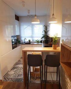 Beautiful small kitchen design ideas and decor 1 Apartment Kitchen, Apartment Interior, Home Decor Kitchen, Interior Design Kitchen, Home Kitchens, Küchen Design, House Design, Design Ideas, Minimalist Kitchen
