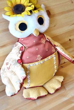 Miranda il gufo cuscino con girasoli e una tasca di lazydesigner