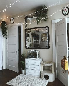 "1,271 Likes, 5 Comments - Phoenix H↟❁↡ (@phoenix_hayley) on Instagram: ""Gettin back to my normal theme, don't y'all worry #apartmentdecor #minimalism #tumblrroom"""