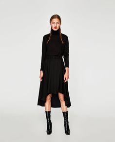 Модель в черной асимметричной юбке Black Sequin Pants, Black Midi Skirt, Velvet Pleated Skirt, Box Pleat Skirt, Zara Skirts, Midi Skirts, Black Layers, Layered Skirt, Mi Long