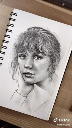 Pencil Sketches Of Faces, Sketches Of Girls Faces, Girl Drawing Sketches, Art Drawings Sketches Simple, Pencil Art Drawings, Face Pencil Sketch, Realistic Face Drawing, Taylor Swift Drawing, Colored Pencil Techniques