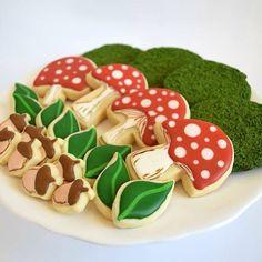 Moss, toadstools, leaves, and acorn sugar cookies! Acorn, Cookie Decorating, Gingerbread Cookies, Sugar Cookies, Stuffed Mushrooms, Thanksgiving, Leaves, Baby Shower, Baking