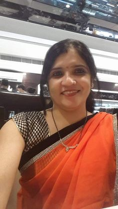 Beautiful Women Over 40, Beautiful Girl Indian, Beautiful Saree, Beautiful Indian Actress, Indian Wife, Indian Girls, Indian Armpit, Beautiful Girl Wallpaper, Desi Bhabi