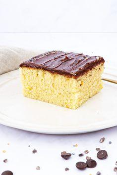 Lækker, frisk og svampet appelsinkage, toppet med en skøn bløde chokolade glasur med appelsin. Sponge Cake, Vanilla Cake, Tiramisu, Sweet Tooth, Cheesecake, Deserts, Food And Drink, Sweets, Candy
