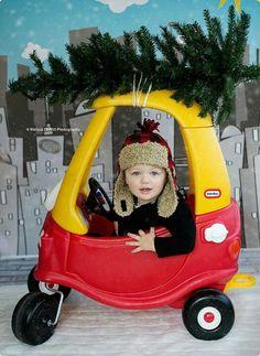 Cute Christmas photo card idea! Thanks, Melissa DeWitt Photography!!  melissadewittphotography.com
