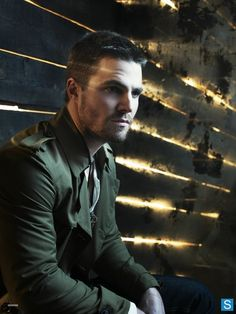Arrow - Oliver Queen (Stephen Amell) -- Heh, this picture is like the exact same set that Jensen and Moose were on for the season 9 promo pics! Oliver Queen Arrow, Green Arrow, Arrow Cw, Team Arrow, Casey Jones, George Clooney, Batwoman, The Flash, New Girl