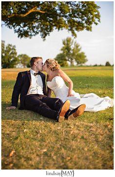 #bride #groom #minneapolisweddingphotographer #lindsaymayphotography #weddings #sunset