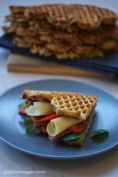 Vafler er mitt favoritt-alternativ til brød, og det meste går i vaffelrøra så lenge du har et godt vaffeljern! Det er ikke lenge siden jeg investerte i et skikkelig et fra Wilfa som piper og gir meg beskjed når vaflen er passe brunet. Stas å kunne kommunisere med et vaffeljern, synes jeg! Tidligere hadde jeg … Champagne Breakfast, Fodmap Breakfast, Pancakes And Waffles, Low Fodmap, Bento, Clean Eating, Lunch Box, Diet