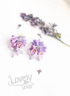 FLOWER earrings lilac earrings polymer clay by WowLovelyShop Fimo Clay, Polymer Clay Earrings, Cute Earrings, Flower Earrings, Rose Clay, All Things Purple, Jewelry Ideas, Earrings Handmade, Gift Guide
