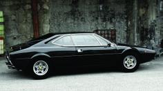 Elvis também se rendeu aos cobiçados esportivos da Ferrari. Em 1976, comprou esta 308 Dino GT4 1975 seminova, por pouco mais de 20.500 dólares.
