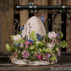 Easter is coming closer and I just uploaded a video how to do this amazing tabledecoration.… – … Easter is coming closer and I just uploaded a video how to do this amazing tabledecoration. Easter Flower Arrangements, Easter Flowers, Floral Arrangements, Flower Decorations, Christmas Decorations, Table Decorations, Decoration Vitrine, Decoration Originale, Deco Floral