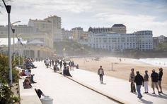 Die einen lieben die Ruhe, die anderen die Wellen. Ob Senioren oder Surfer: In Biarritz lebt man wegen des Atlantiks – und auf der Straße fällt auf, dass das Meer eine bestimmte Wirkung auf die Menschen zu haben scheint.