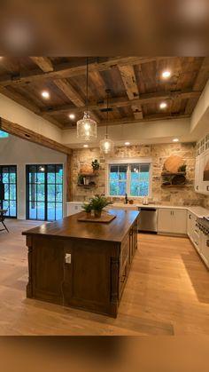 Rustic Kitchen Design, Home Decor Kitchen, Interior Design Kitchen, Kitchen Ideas, Log Home Kitchens, Farmhouse Kitchens, Dream Home Design, House Design, Barn House Plans