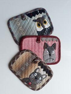 카드지갑(고양이 부엉이 강아지) : 네이버 블로그 Cash Wallet, Fabric Wallet, Sunbonnet Sue, House Quilts, Small Quilts, Quilted Bag, Applique Quilts, Beautiful Bags, Handicraft