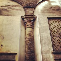 Keep your eyes wide open when you walk around Florence! The city has more layers than an onion.   Here's a column that was part of a church that stood where Via della Ninna runs alongside Palazzo Vecchio. When Cosimo I decided to build his offices (Uffizi) the church was demolished... but parts of it can still be seen in and around the museum. The column here is embedded in the north wall of the Uffizi, along Via della Ninna. Want more? Check out the bathrooms in the museum's basement!