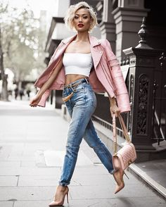 Can you guess my favourite colour?  @grlfrnd_denim jeans from @revolve [free 3 day express shipping to Aus #RevolveExpress]
