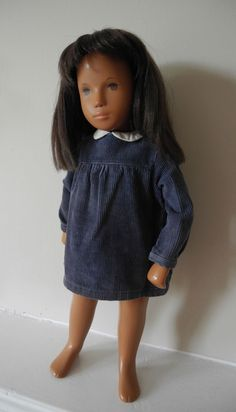 1969 sweet faced brunette Sasha Doll. She has been re strung and poses well. She has thick, soft and non falling hair which has been trimmed due to some dryness on the ends. She has a centre part to the crown. | eBay!