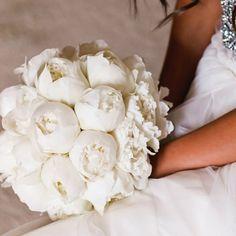 Gorgeous white peony bouquet. Via MATTE & SEQUINS