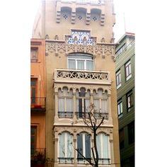 edifici neogotic al mercat central de Valencia