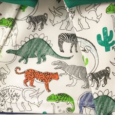 Kids//Nursery Dinosaur 100/% Cotton Fabric by the FQ//M T-Rex//Triceratops//Stegasaur