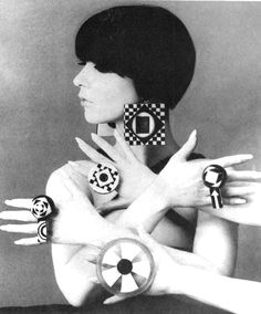 Retro Fashion mod jewellery - Peggy Moffitt or another model imitating her - 60s Fashion Trends, Sixties Fashion, Mod Fashion, Editorial Fashion, Vintage Fashion, Fashion 2017, Trendy Fashion, Womens Fashion, Fashion Brands