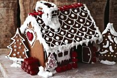 Create some of the joy and magic of Christmas with a fairy-tale gingerbread house. Gingerbread House Template, Christmas Gingerbread House, Gingerbread Man, Christmas Treats, Christmas Baking, Christmas Cookies, Christmas Time, Christmas Decorations, Xmas