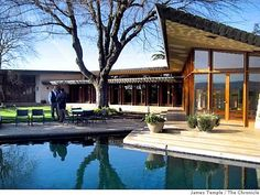 (The famous architect, Frank Lloyd Wright designed Actress Farrah Fawcett's Home) The backyard pool and south wing of the house at 21200 Center Ave. in Los Banos, Calif. Beautiful Architecture, Modern Architecture, Falling Water House, Frank Lloyd Wright Homes, Usonian, Famous Architects, Celebrity Houses, California, My Dream Home