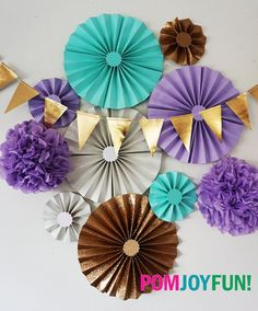 Make a magical experience for your guests with these vintage style rosettes fans.These gorgeous fans are shimmery gold, sparkly white and aqua blue and