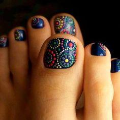 uñas con puntos para el pie
