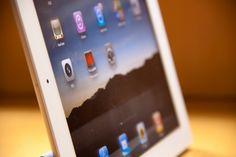 Vaya por delante que el iPad o los tablets en general no son el dispositivo perfecto para crear, mas bien son dispositivos enfocados a consumir. Dicho esto, es justo decir que la portabilidad que ofrece un dispositivo como el iPad, hace que sea el candidato ideal para sustituir en determinadas ocasiones a un netbook o incluso a un ordenador portát