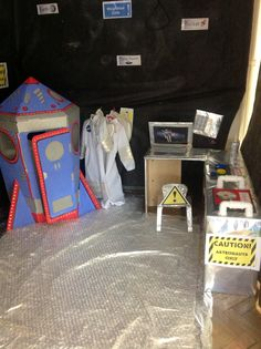 Space station role play inside Earth And Space Science, Science For Kids, Ks1 Classroom, Mad Science Party, Role Play Areas, Outer Space Theme, Space Activities, Space Center, Space Party