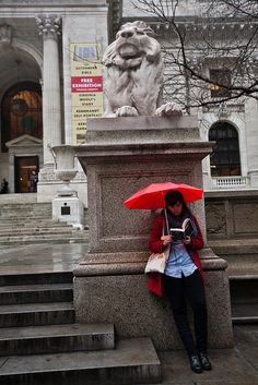 Reading in the rain www.digiwriting.com in front of the NYPL