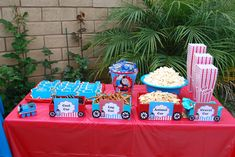 Another great theme...Thomas the Train (Snack Table) Love this layout, simple and great