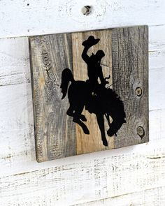 This clock is the perfect gift for any Wyoming Cowboys Fan! Each piece of reclaimed barn wood is very unique with its own characteristics: nail holes, cracks, n Rustic Wall Clocks, Unique Wall Clocks, Wood Clocks, Barndominium, Horse Themed Bedrooms, Western Bedrooms, Country Western Decor, Wyoming Cowboys, Rustic Wood Decor