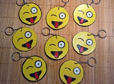 Flirty ergens oog-Emoji met tong uitsteekt acryl en lederen