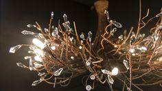 Do luxo extremo à tecnologia e às peças acessíveis, feira de iluminação apresenta tendências