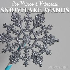 If your little ones are as obsessed with Frozen as mine are, they're going to love these DIY Ice Prince & Princess snowflake wands! /// by Atkinson Drive