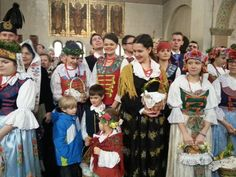 W kościele św. Jacka w Bytomiu święcili koszyczki w strojach rozbarskich