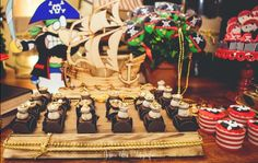 Que tal inovar no tema da festa e fazer uma festa infantil com tema Pirata! Com certeza as crianças vão adorar e se divertir. Confira as dicas!