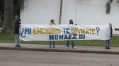 Mi encierro te divierte ? No mas zoológicos. Protesta en Montevideo.   Con la camara en el bolsillo